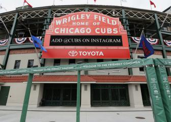 Chicago man dies after falling over railing at Wrigley Field