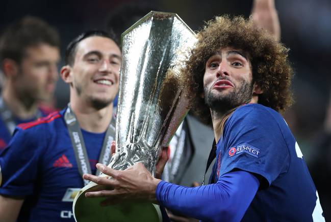 Marouane Fellaini of Manchester United lifts the trophy during the UEFA Europa League Final