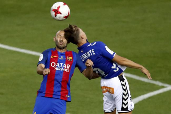 Alavés' Marcos Llorente clashes with Barcelona's Mascheranoearly in the final of the Copa del Rey 2017.