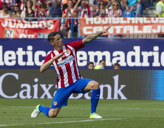 Torres, in full Kiko-celebration mode, after scoring in the final football match to be played at the Calderón on 28th May 2017.