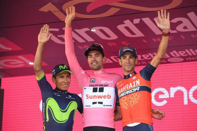 Dumoulin flanked by Nairo Quintana (left) and third placed Vincenzo Nibali.