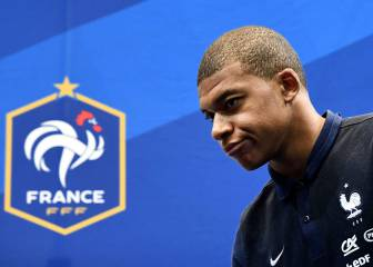 Mbappe to consult Deschamps over future amid Madrid links