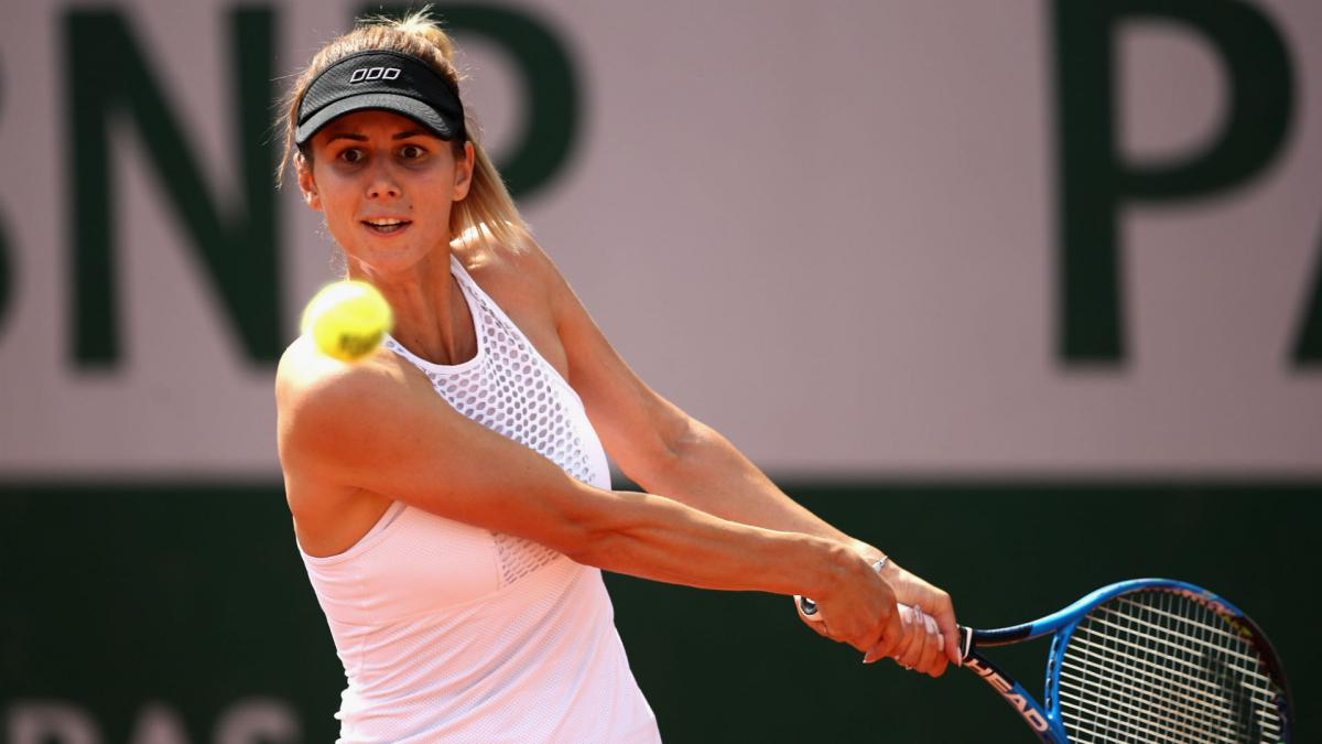 Pironkova ends long losing streak at French Open