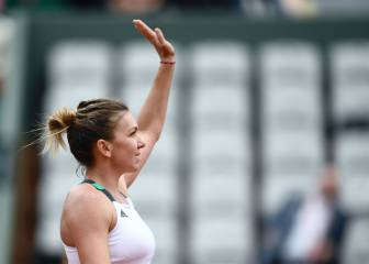 Simona Halep through to fourth round with Kasatkina victory