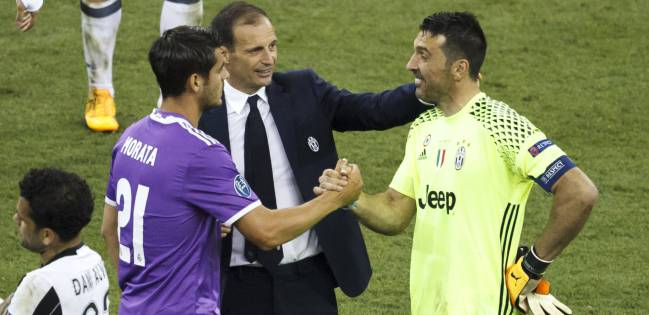 Morata is congratulated by Allegri and Buffon.