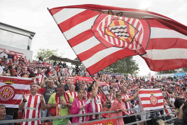 Girona fans cheering on their team against Zaragoza.