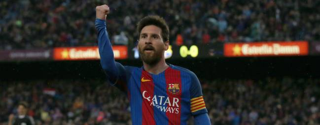 Messi extends contract with Barcelona
