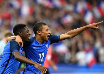 France battle back from red card to beat England