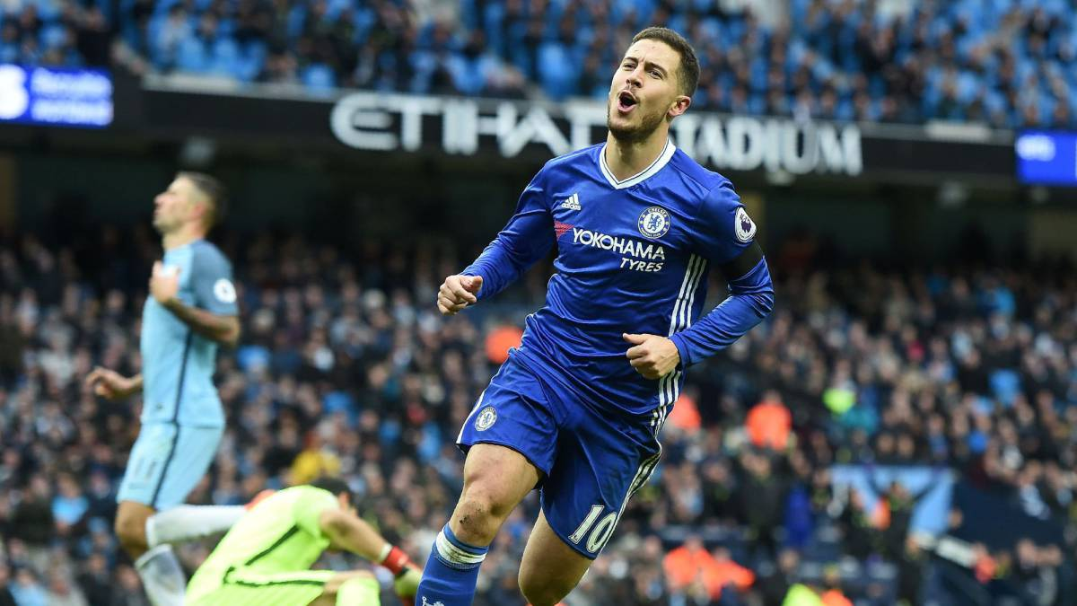 Hazard mutes transfer rumours by praising Chelsea 'family'