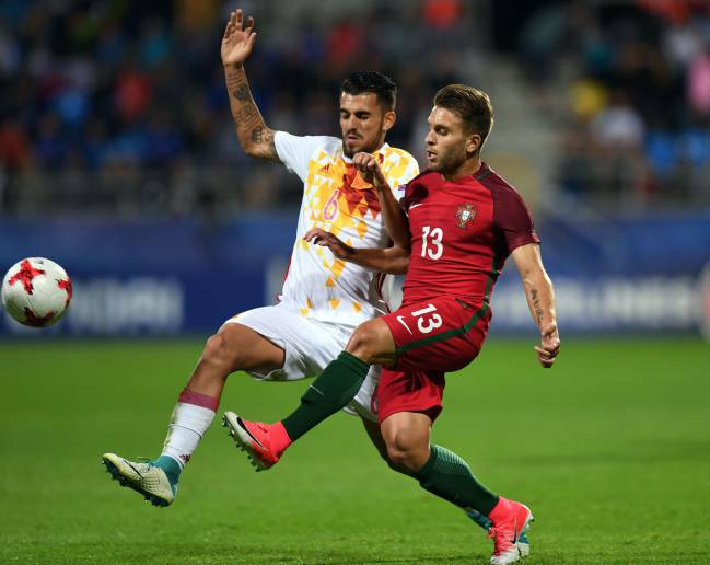 Spain's midfielder Dani Ceballos (L) and Portugal's midfielder Kevin Rodrigues vie for the ball