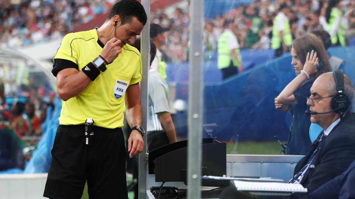 VAR: FIFA referees' chief Busacca wants to see shorter delays