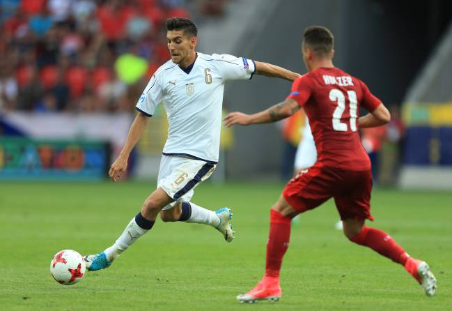 Lorenzo Pellegrini of Italy shoots during the UEFA European Under-21 Championship Group C match against the Czech Republic.