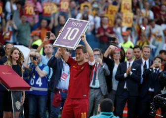 Francesco Totti offered chance to continue playing career in Tokyo