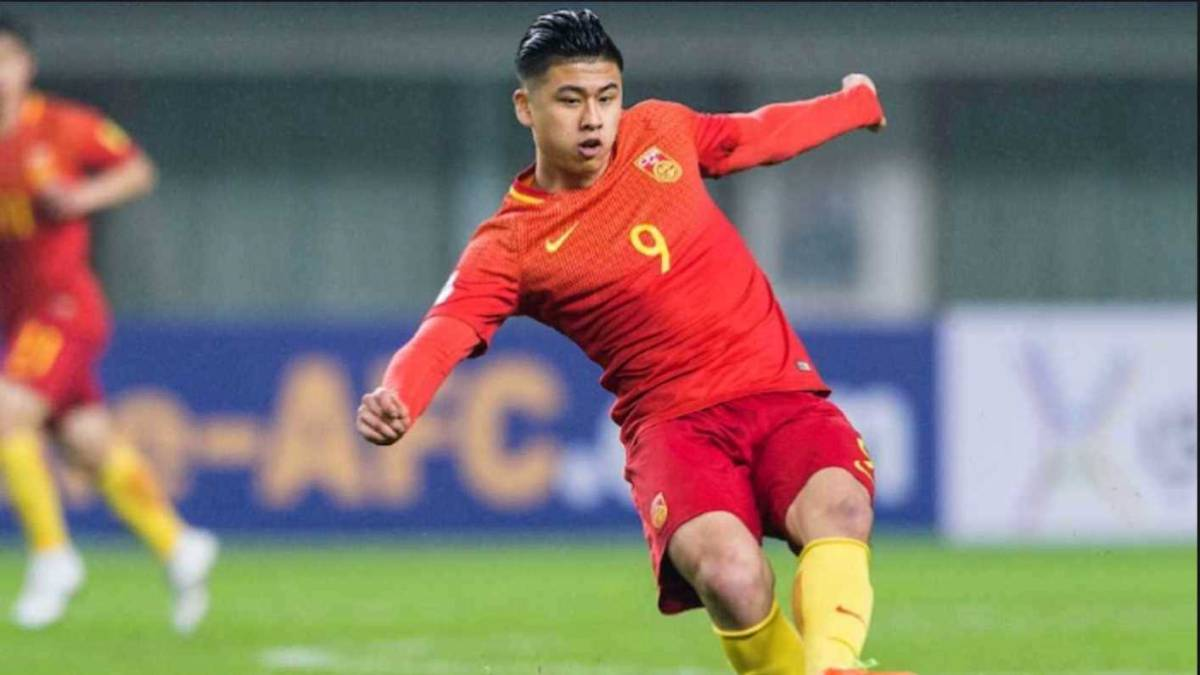 West Brom sign Chinese striker Zhang Yuning then loan him out