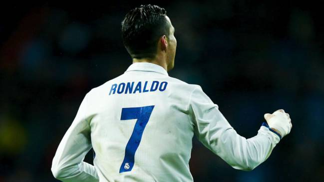 Ronaldo | Los Blancos want to make the Portuguese the cornerstone of their project at the Bernabéu. Advised by his representatives, he has decided to stay.