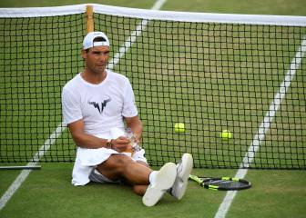 Wimbledon takes time to chill before fizz of 'Manic Monday'
