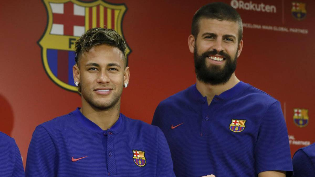 Pique attests that Neymar stays at Barcelona