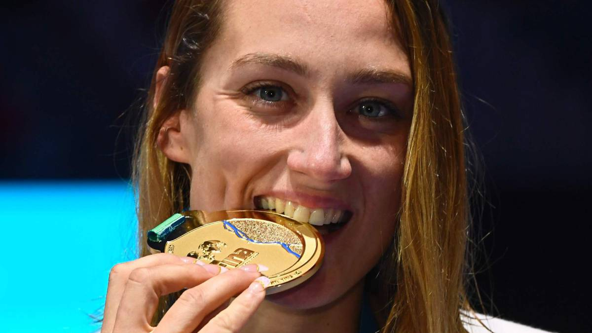Mireia Belmonte on top of the world after clinching gold
