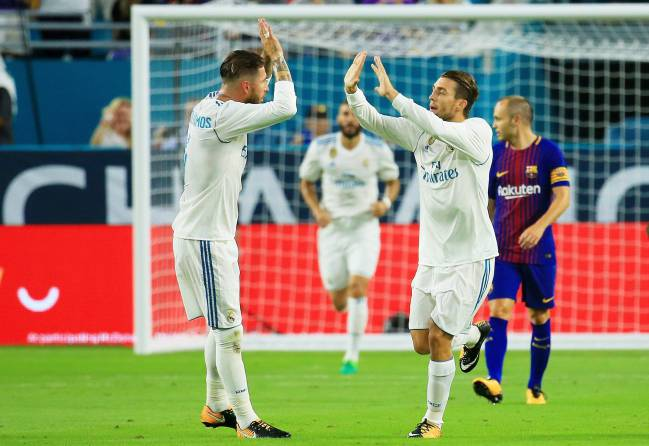 Mateo Kovacic celebrates with teammates after scoring a goal in the first  half against the Barcelona 8aeb748e1d4a8