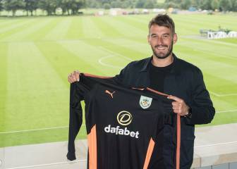 Burnley bring in Adam Legzdins and loan out Mitchell