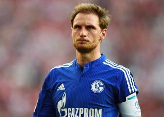 Höwedes accepts being stripped of Schalke captaincy