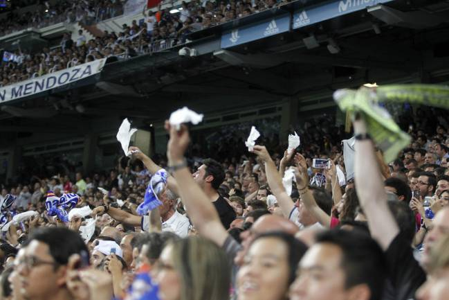 Limited response in the Bernabéu stands for the pañalada call.