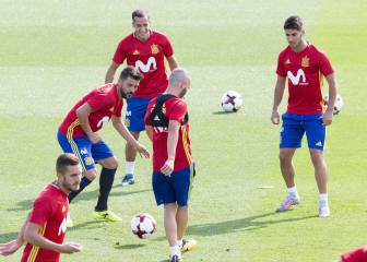 Lucas Vázquez trains with Spain squad