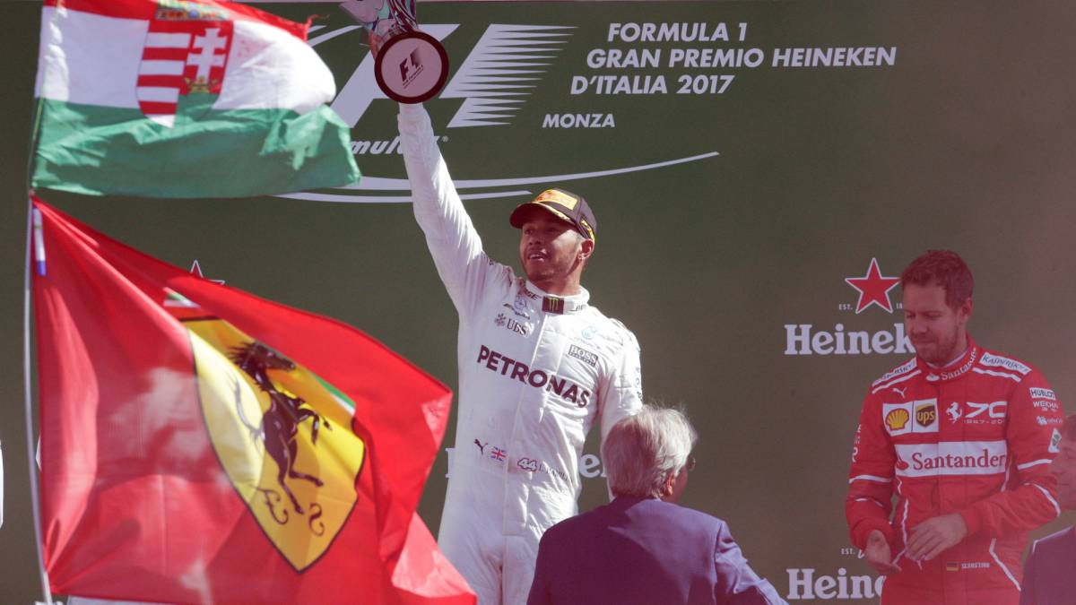 Hamilton cruises to victory and top of drivers' championship