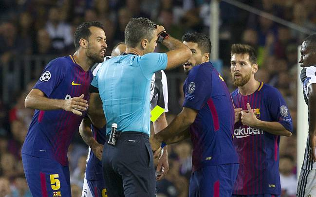 Messi picks up yellow card for protesting
