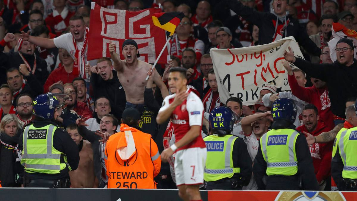 Arsenal to probe fan chaos during Europa league clash