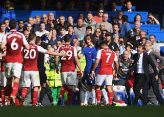 Chelsea hold on for point against Arsenal as Luiz sees red