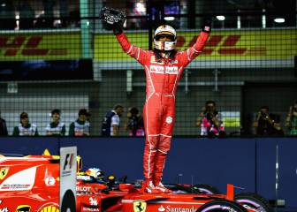 Vettel nicks pole in Singapore with stunning qualifying lap