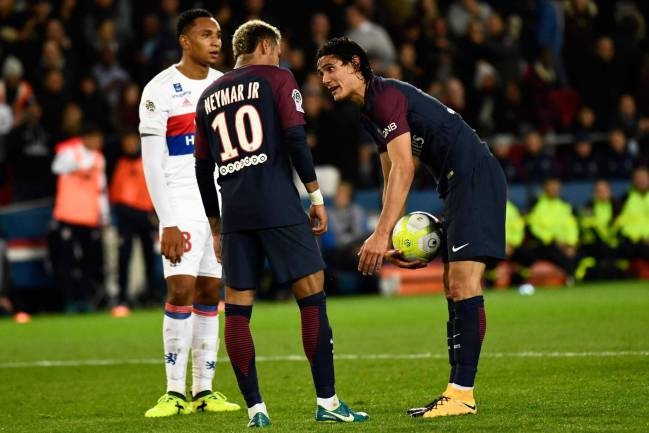 PSG | Nasser Al-Khelaifi offered Edinson Cavani an improved contract to acquiesce penalty duties, reports El País, as tension simmers in the dressing room.