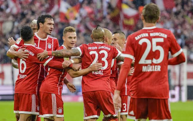 Team ethic | Bayern Munich's Dutch midfielder Arjen Robben celebrates scoring with his team-mates against Mainz 05.