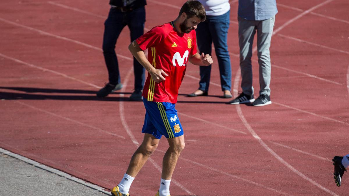 Gerard Piqué won't leave Spain squad, says RFEF chief Larrea