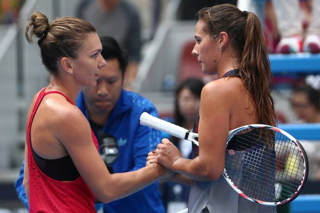 Simona Halep says goodbye to Russian Daria Kasatkina.