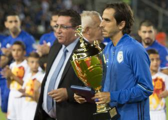 Israel salute national hero Yossi Benayoun for his 100 caps