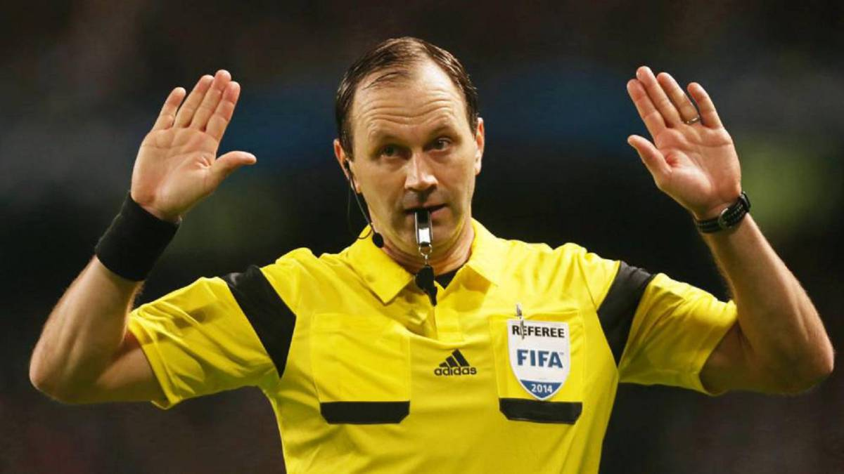 China to bring in foreign referees
