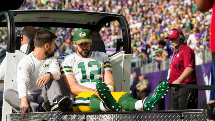 Broken collarbone could end season for Packers star Rodgers