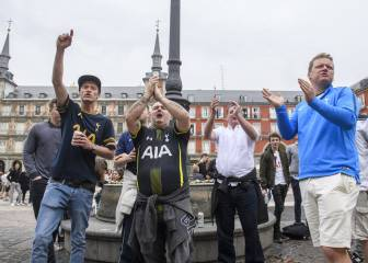 Spurs fans relax in Plaza Mayor with a few pre-match beers