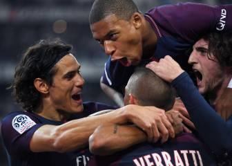 Last gasp Cavani strike saves PSG after Neymar sees red