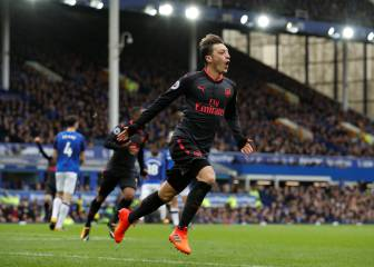 Arsenal outclass Everton to pile pressure on Koeman