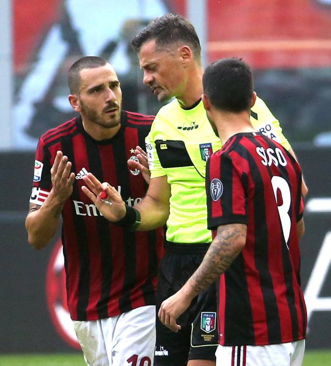 AC Milan defender Leonardo Bonucciremonstrates with Italian referee Piero Giacomelli on receiving his red card.