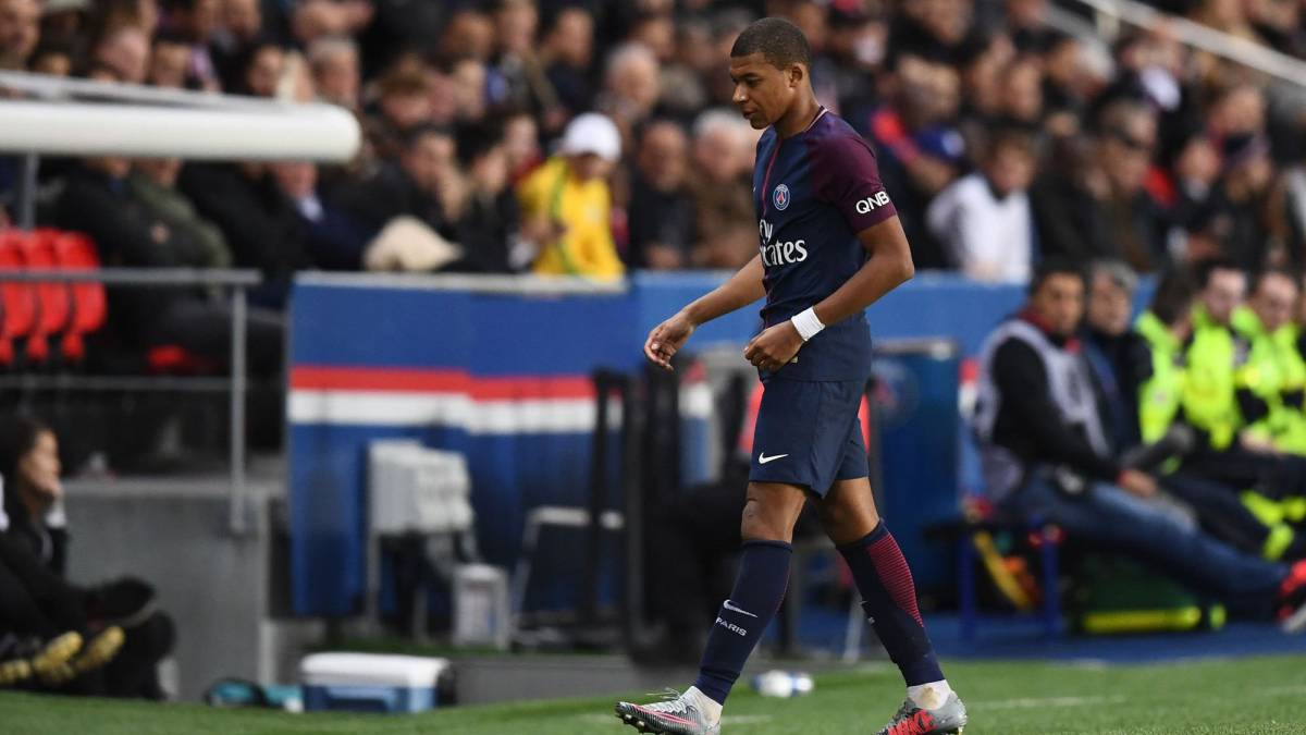 "PSG coach Emery warns Mbappe: ""When you play badly, you have to be ready for the criticism"""
