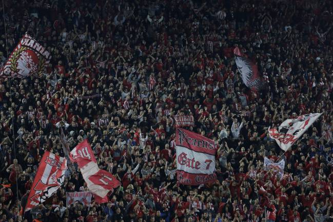 The 12th man | Olympiacos fans during the game against FC Barcelona, Karaiskakis Stadium, Piraeus, Greece - October 31, 2017.