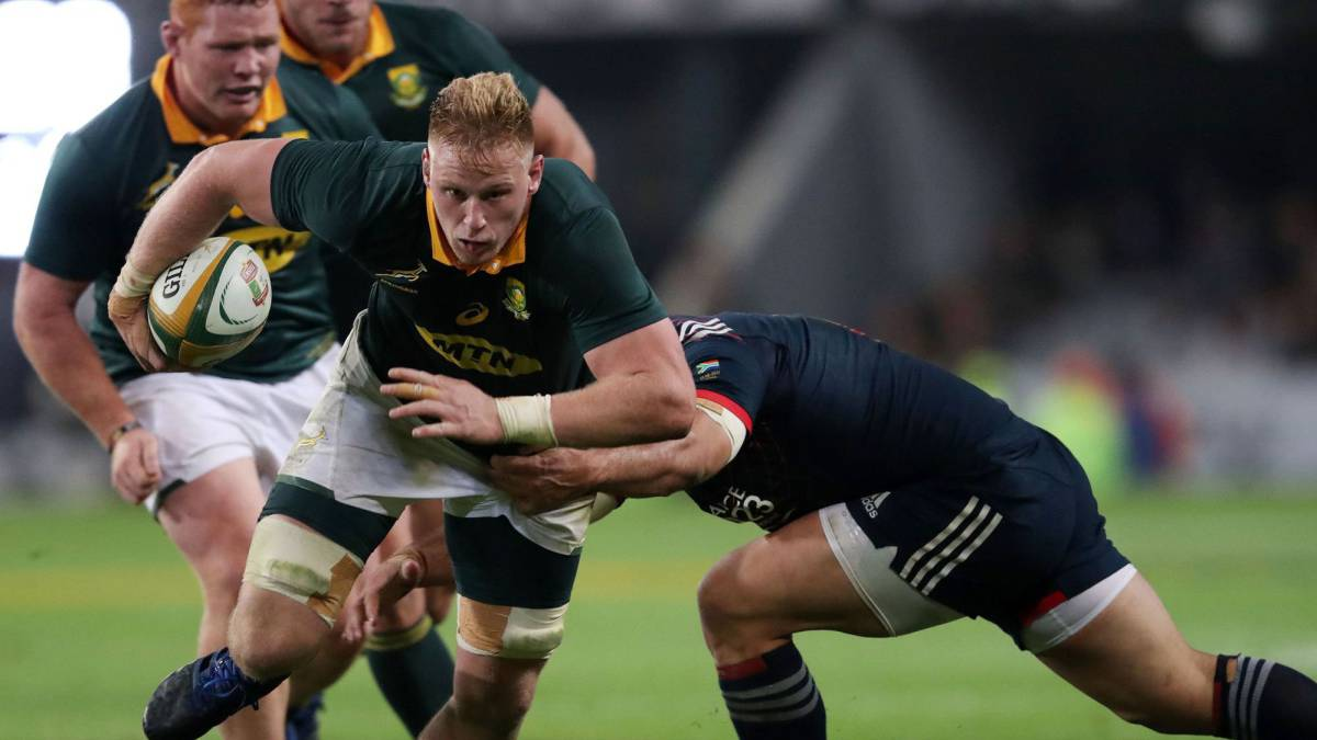 South Africa Jean-Luc du Preez (L) holding the ball during the International test match between South Africa and France