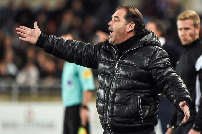 Angers' French coach Stephane Moulin makes his point during the Ligue 1 match against Strasbourg.
