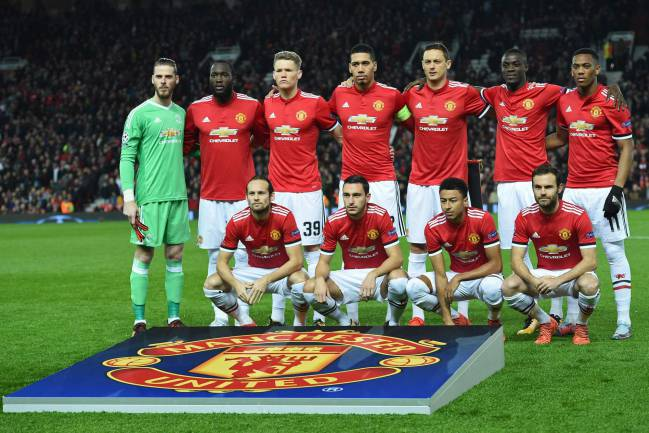 Manchester United's players (back row L-R) David de Gea, Romelu Lukaku, Scott McTominay, Chris Smalling, Nemanja Matic, Eric Bailly, Anthony Martial, (front row L-R) Daley Blind, Matteo Darmian, Jesse Lingard and Juan Mata.