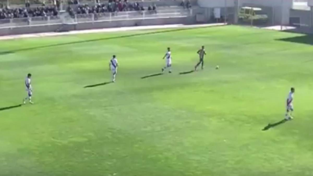 Rayo Vallecano B score with opponent injured and let them score for free