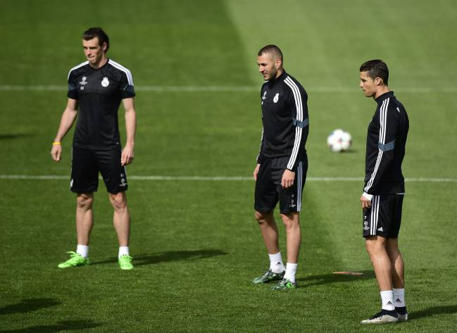 Real Madrid's French forward Karim Benzema hoping to get back on track in the Madrid derby.